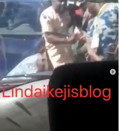 Police officers allegedly assault INEC officials travelling to Abuja after the Edo governorship election (videos)