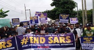 Youths in Edo state stage #EndSARS protest (photos) || PEAKVIBEZ