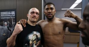 Usyk returns heavyweight title belts to Anthony Joshua after victory || PEAKVIBEZ
